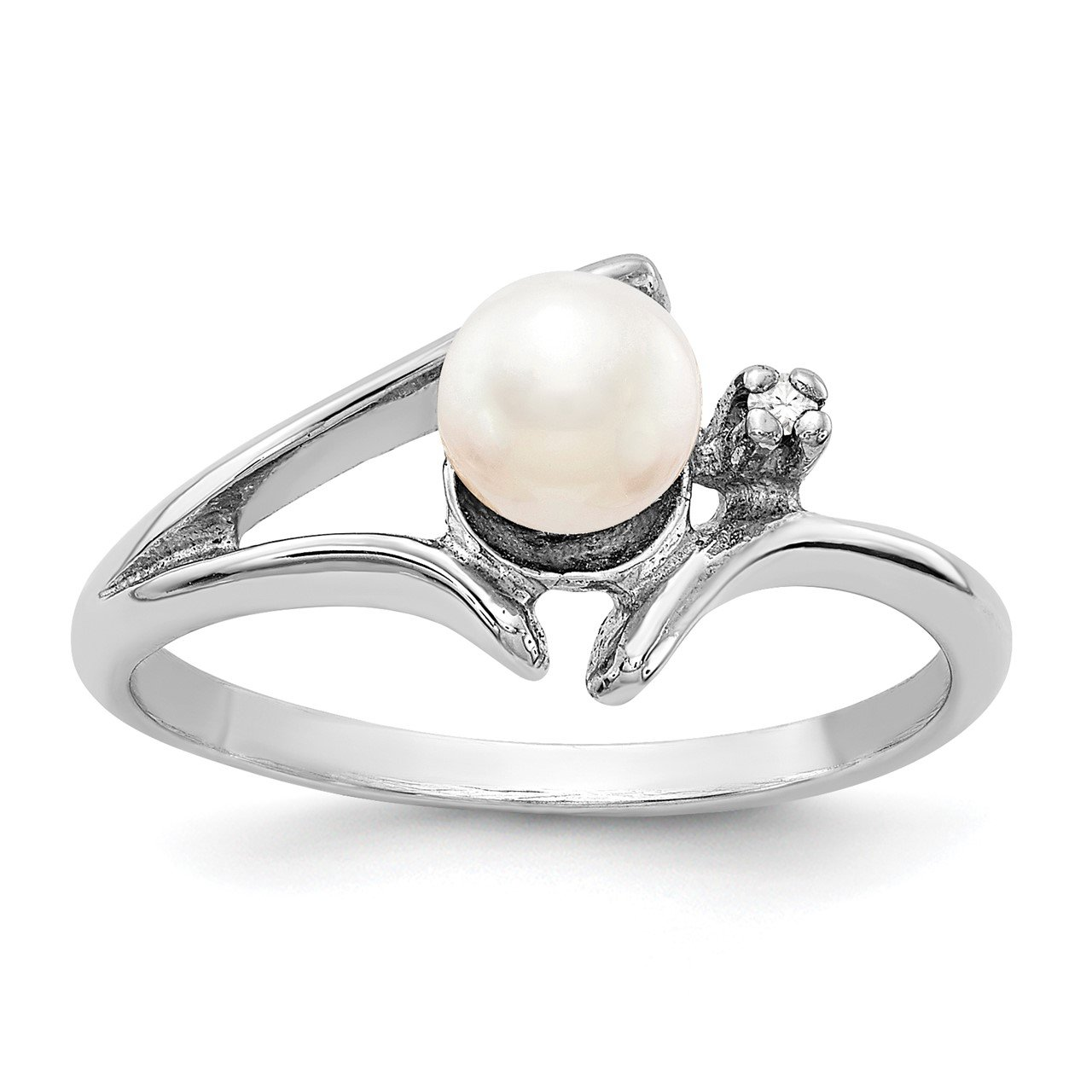 14k White Gold 5mm FW Cultured Pearl A Diamond ring